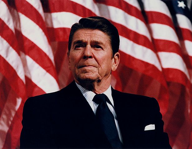 616px-President_Reagan_speaking_in_Minneapolis_1982
