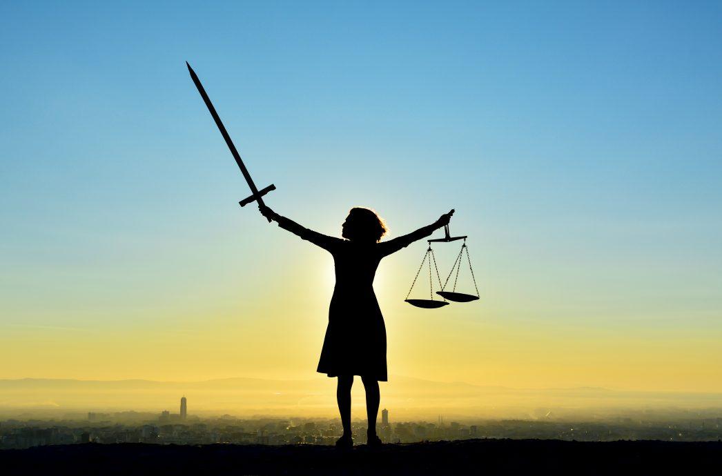 Adaletin Simgesi Kadın