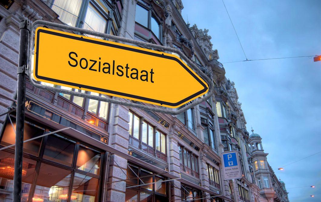 Strassenschild 23 – Sozialstaat