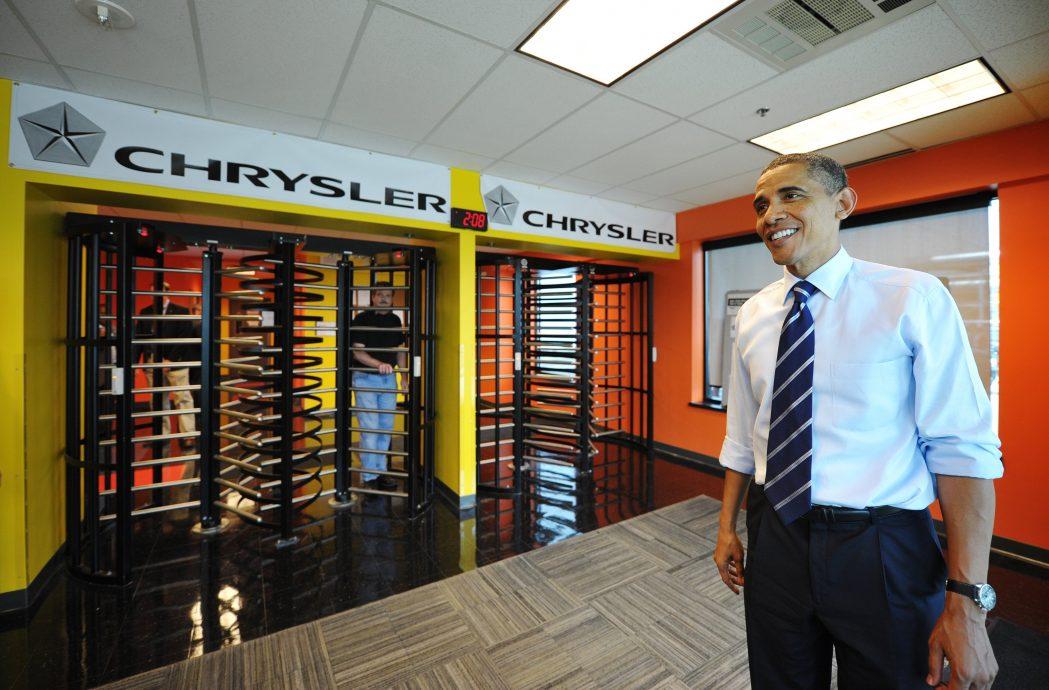 US President Barack Obama chats with jou