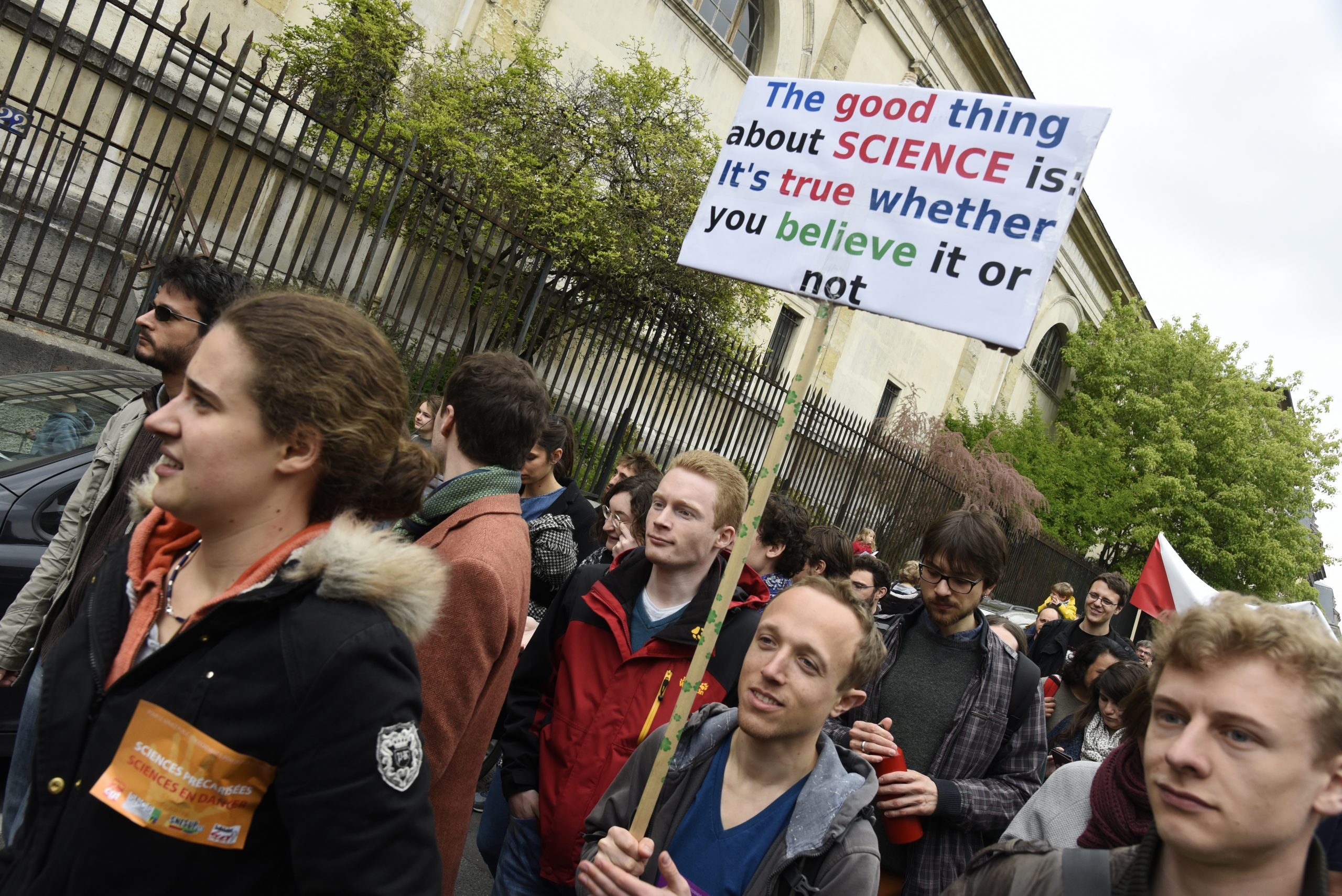 March for Science protesters march to demonstrate on April 22, 2017 in Paris.  (Photo by John van Hasselt/Corbis via Getty Images)