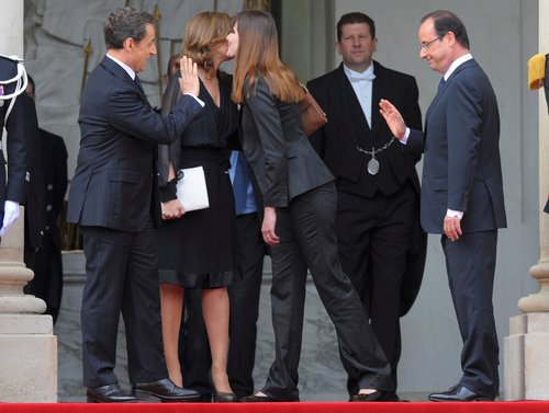 France's newly-elected President Holland and outgoing President Sarkozy say goodbye on the steps of the Elysee Palace in Paris
