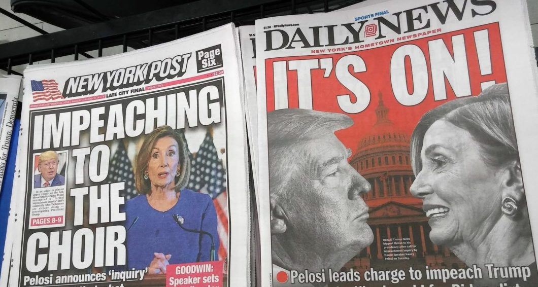Headlines of the NY Daily News and the NY Post report on Wednesday, September 25, 2019 on the previous day?s announcement by House Speaker Nancy Pelosi starting a ?formal impeachment inquiry? of President Donald Trump. (© Richard B. Levine)