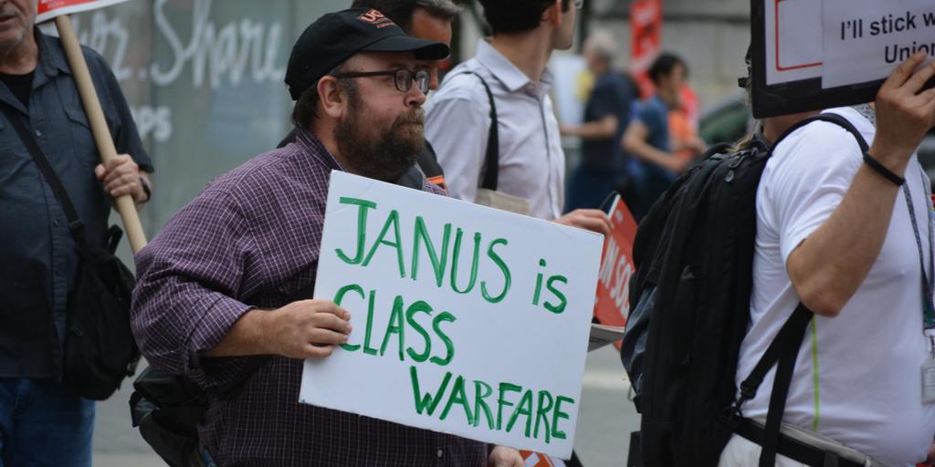 Janus protestor