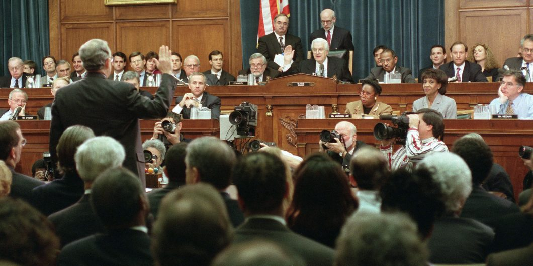 11 19 98 IMPEACHMENT HEARING House Judiciary Committee Chairman Henry Hyde R Ill swears in independent counsel Kenneth Starr to