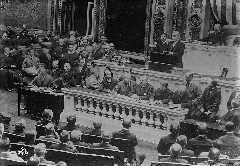 Woodrow_Wilson_addressing_Congress_(LOC)