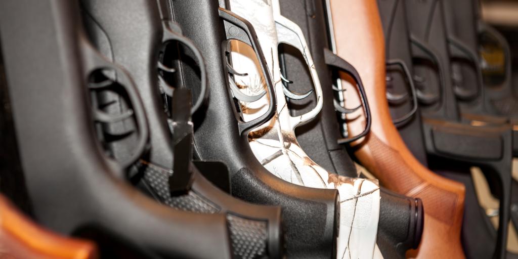 shutterstock_512259145 (rifles)