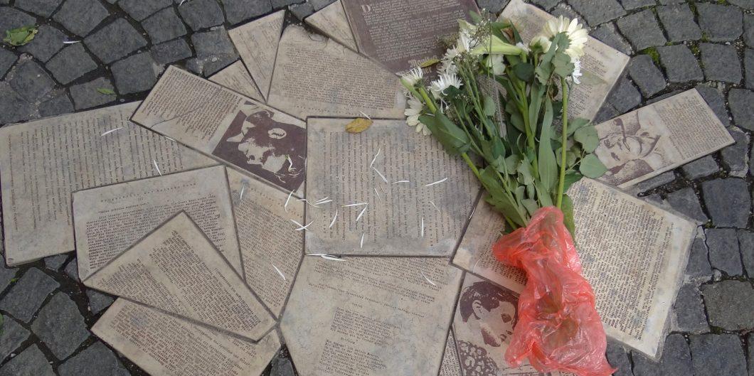 White_Rose_Movement_Public_Memorial_-_Ludwig-Maximilians-Universitat_-_Munich_-_Germany_-_04